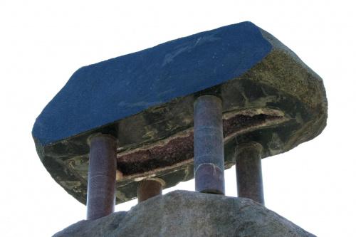 Fragment rzeźby Mindaugasa Navakasa /Skirtingu formu sąskambis/ czyli /Współbrzmienie rożnych form/ nazywana tez /Piętrowy/. #Wilno