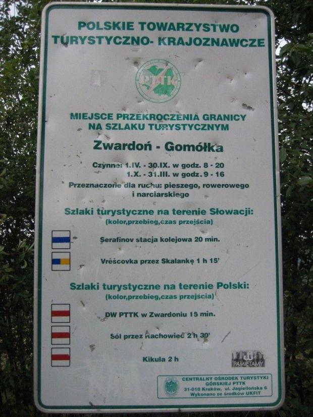 turystyczne przejście graniczne Zwardoń Gomółka - Skalité Serafínov (IX.2008: mimo zniesienia wewnątrzunijnych granic tablica jak była, tak jest... taka pamiątka historyczna) #Kysuce #Słowacja