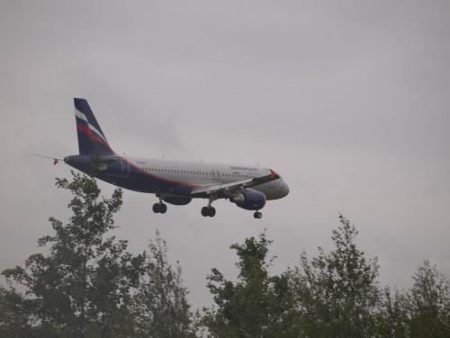 Przykładowe zdjęcie wykonane obiektywem Pentacon 4/300 #ruski #samolot #pzk #tapeta #lądowanie