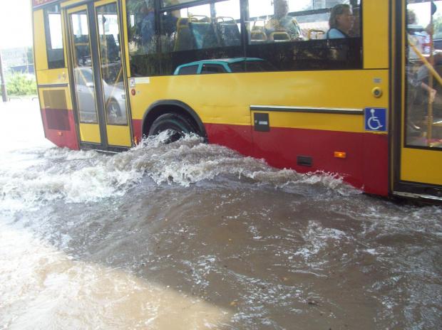 Warszawa ul. Orzycka po ulewie #Warszawa #deszcz #ulewa #woda