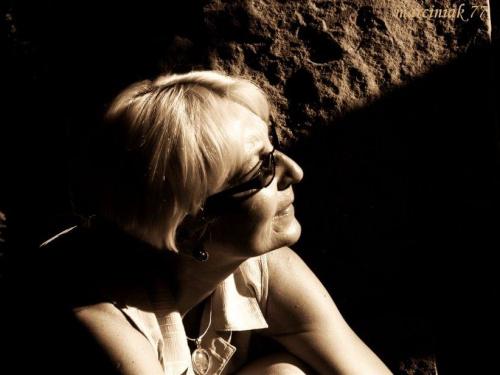 Między światłem i cieniem... pewnością i zwątpieniem.... #kobieta #portret