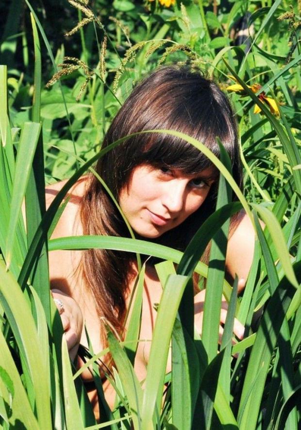 W słońcu i zieleni #natura #przyroda #kobieta #rodzina #ludzie