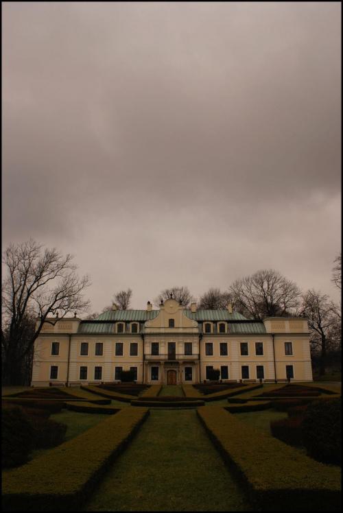 Pałac w Będzinie jesienną porą #Będzin #jesień