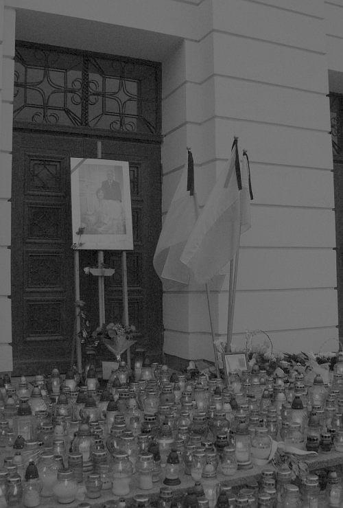 #Radom #Smoleńsk #deptak #flaga #CentrumMiasta #obchody #uroczystość #KsięgaKondolencyjna #PocztySztandarowe #OrkiestraWojskowa #BiskupRadomski #znicze