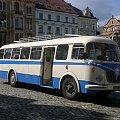 Piękny, luksusowy i klimatyzowany autobus dla gości weselnych na libereckim rynku #Czechy #Liberec #skoda