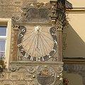 Piękny zegar słoneczny na budynku ratusza w Otmuchowie #otmuchów #ratusz #zegar
