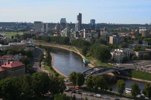 widok na rzekę Wilie i most Mindaugo z Góry Giedymina #Wilno