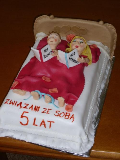 Tort na rocznicę ślubu... Jeden z wielu... :) Tu można zobaczyć inne... http://nk.pl/#main#!q?photoviewer=[6790129,265]