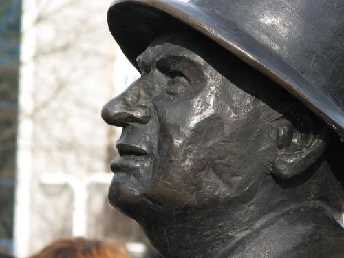 Kargul z profilu #kargul #SamiSwoi #toruń #thorm #pomnik